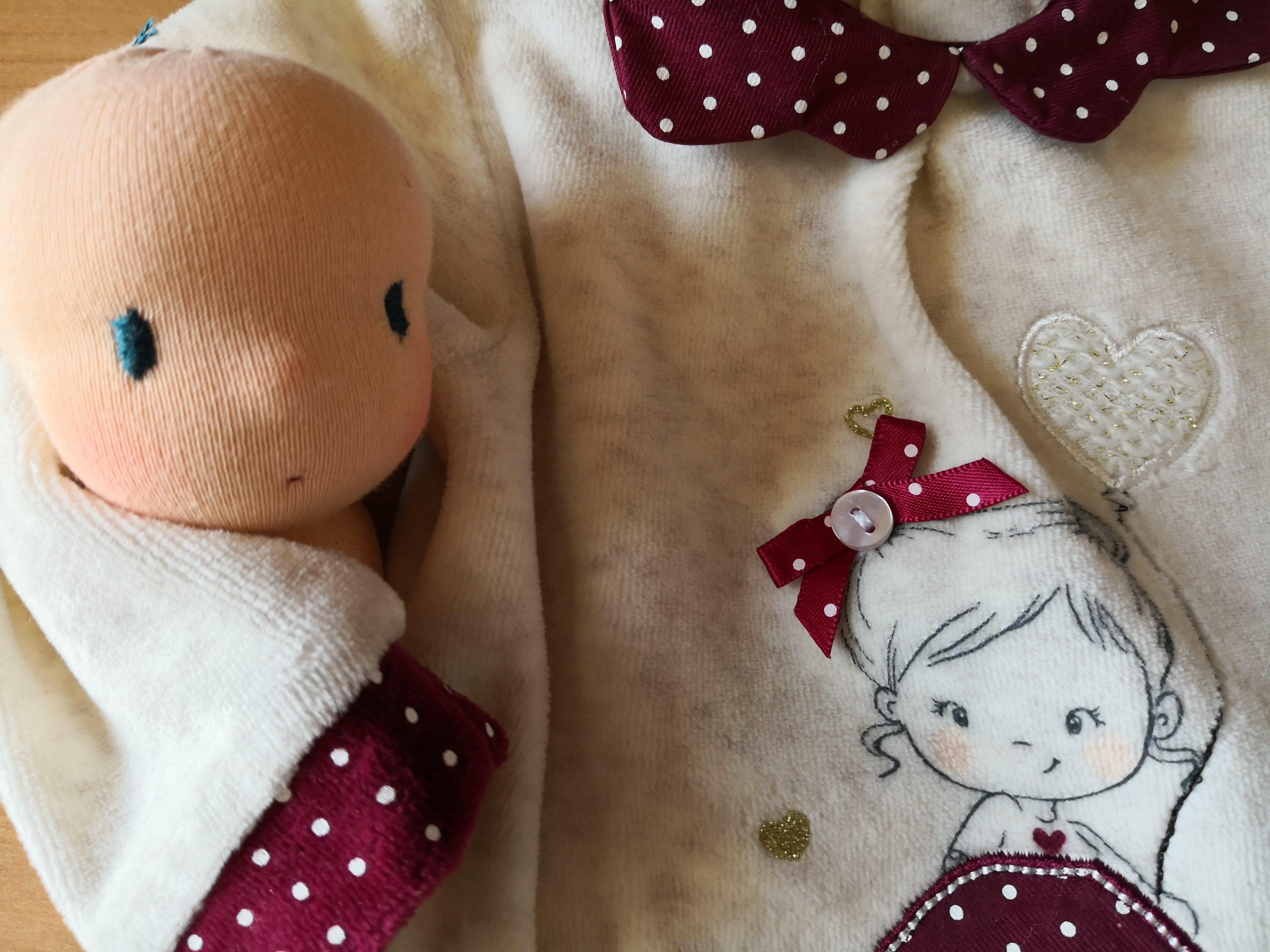 Come riciclare una tutina da neonato per fare una Bambola Waldorf